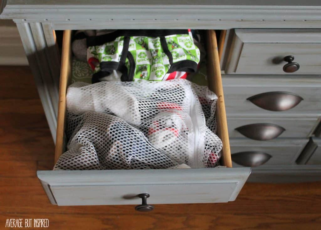 Mesh laundry bags from the dollar store are a GREAT organization tool! This post gives you lots of ideas on how to use them to get organized!