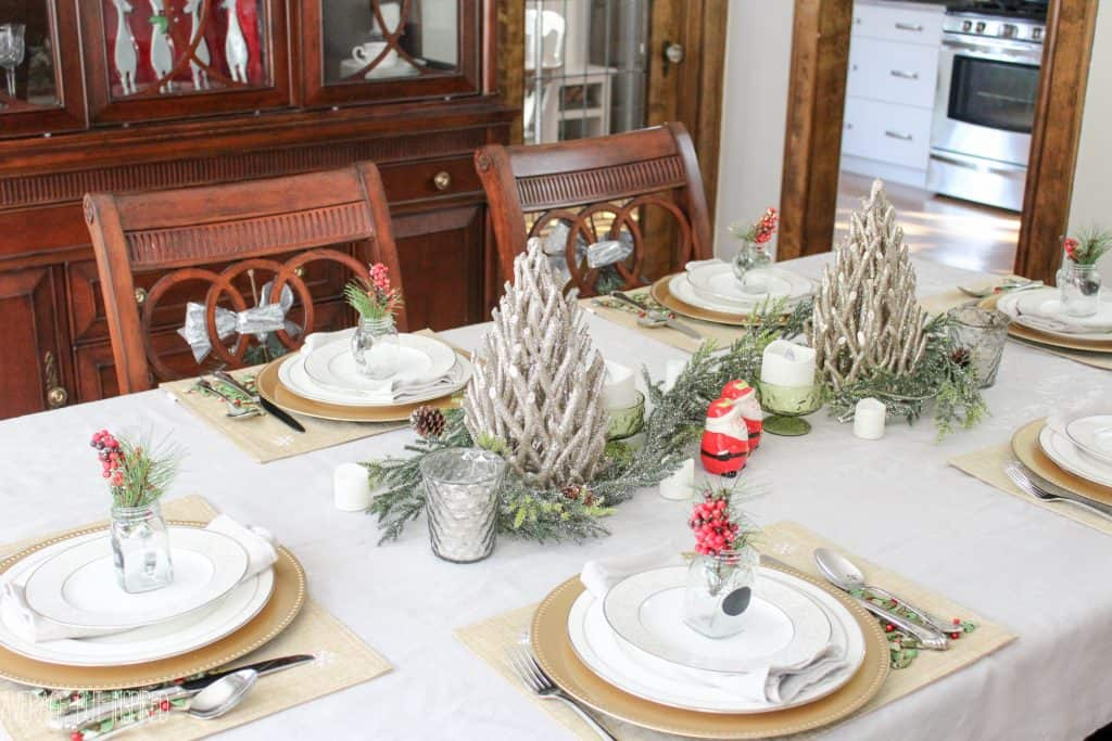 This post has great ideas for decorating your dining room for Christmas! 5 manageable tips will have you decking the halls in no time! #ad