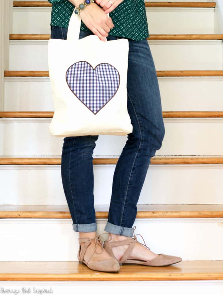 No sewing skills needed to make a cute fabric tote bag! This is a great gift idea.
