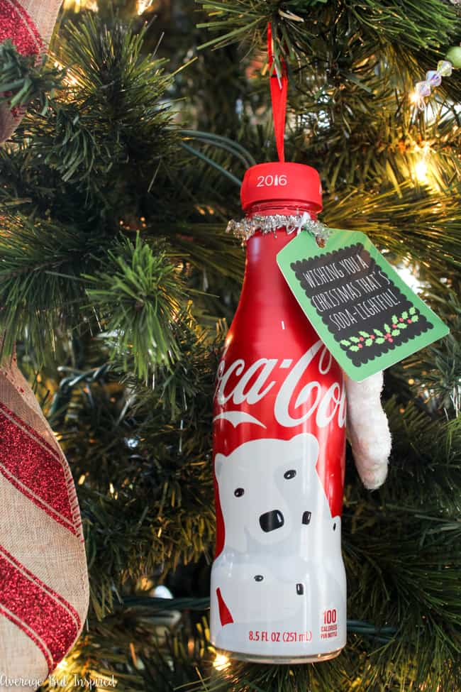Learn how to transform a Coca-Cola bottle into an ornament for your Christmas tree! Plus, download free printable gift tags in this post!