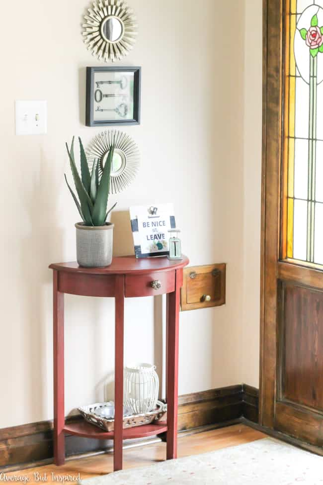 Love this small foyer decor! A pretty table, potted plant, and decorative accessories make it a functional and stylish space.