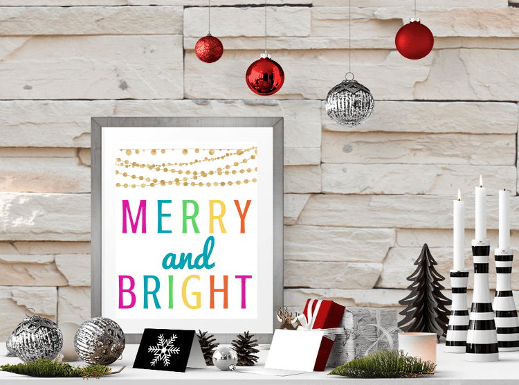 These free Christmas printables come in two color combinations! Merry and Bright printables are sure to add some festivity to your Christmas decor! #printables #freeprintables #Christmasprintables