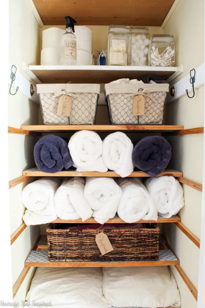 This organized linen closet makeover is something to see! A once messy and dysfunctional linen closet is now beautiful and neat, thanks to these linen closet organization tips. #linencloset #organization #linenclosetorganization
