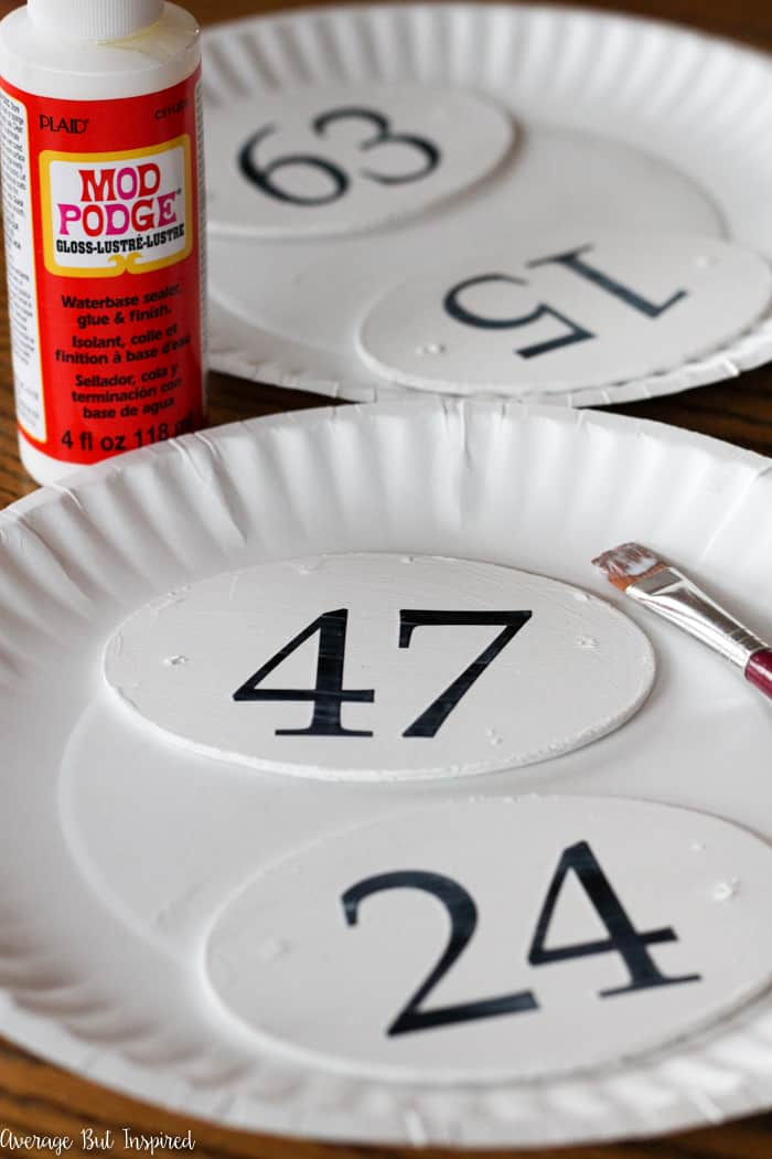 It's so easy to make faux French enamel number tags with inexpensive craft supplies like paint! Learn how to make these French enamel number tags for your home decor and organization projects.