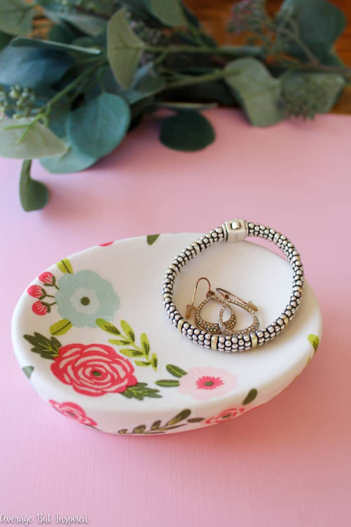 This has to be the easiest DIY trinket dish ever! With a few simple and inexpensive supplies, you can make an adorable trinket dish to store your jewelry and other treasures. A perfect ladies' craft night project or quick weekend craft - this is a project everyone can do!