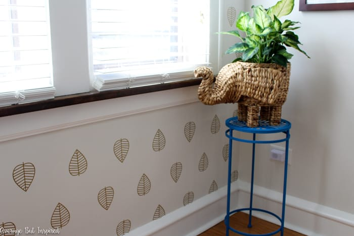 Make a big impact with no commitment! Learn how to apply wall decals for a faux wallpaper look. It's a low-cost project that adds the wallpaper look to your home. It's the perfect faux wallpaper for an accent wall.