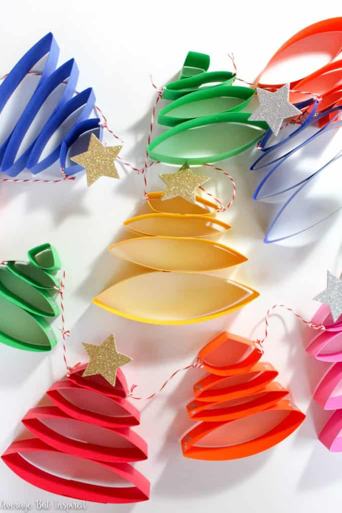Adorable! Learn how to make the cutest paper Christmas tree garland in this post. It's so easy to create a cute Christmas garland! #papergarland #diygarland #christmastreegarland #papercrafts