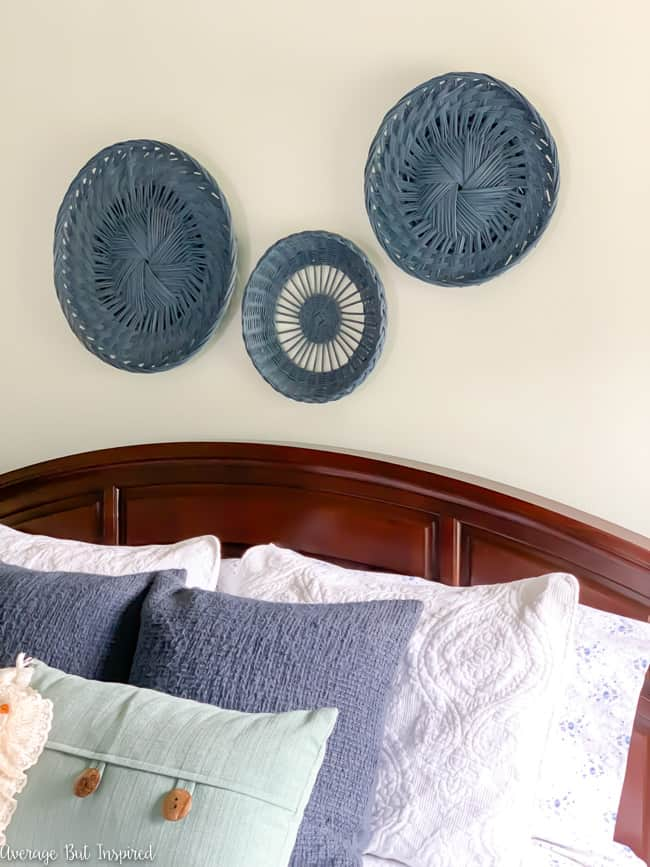 Flat baskets from the thrift store can be spray painted and used as beautiful wall decor.
