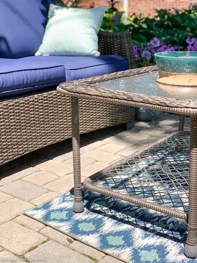 Make your outdoor rug look brand new with this easy method for cleaning outdoor rugs!