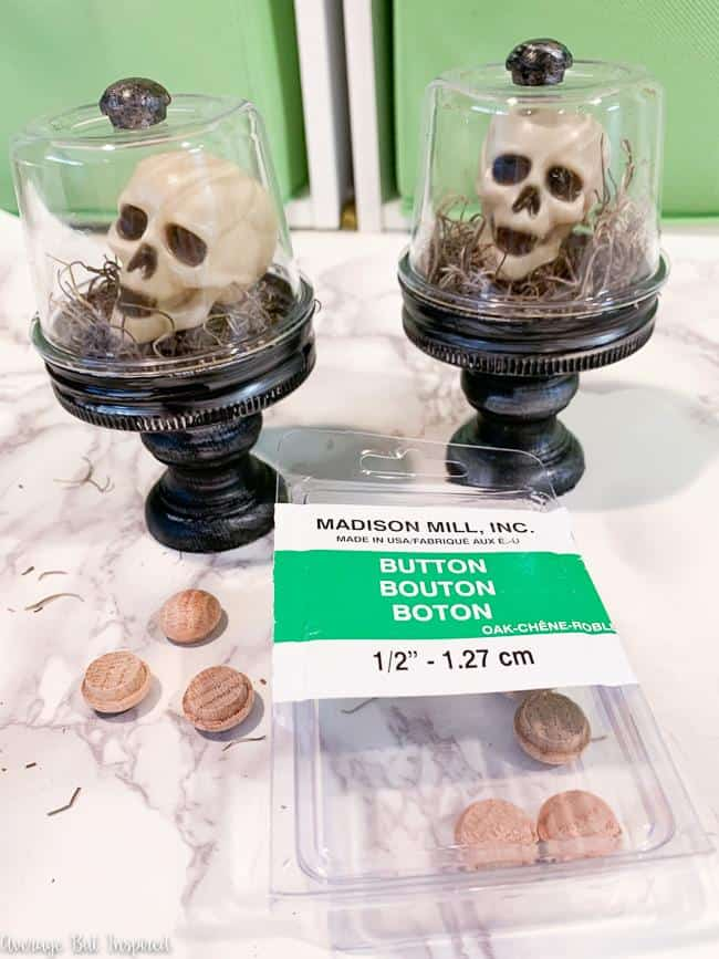So adorable! Use mini skulls to make tiny Halloween cloche decorations.